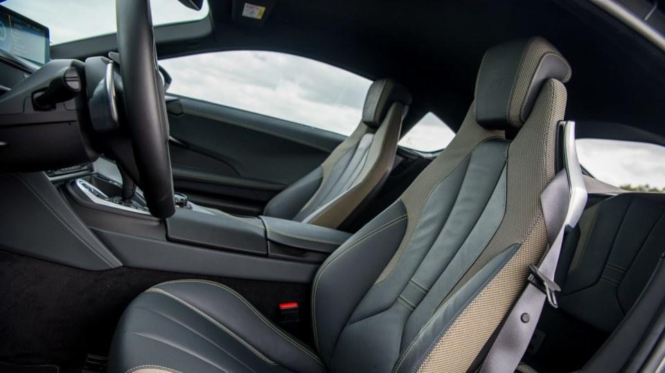 BMW i8 Protonic Frozen v matně černém laku. 10