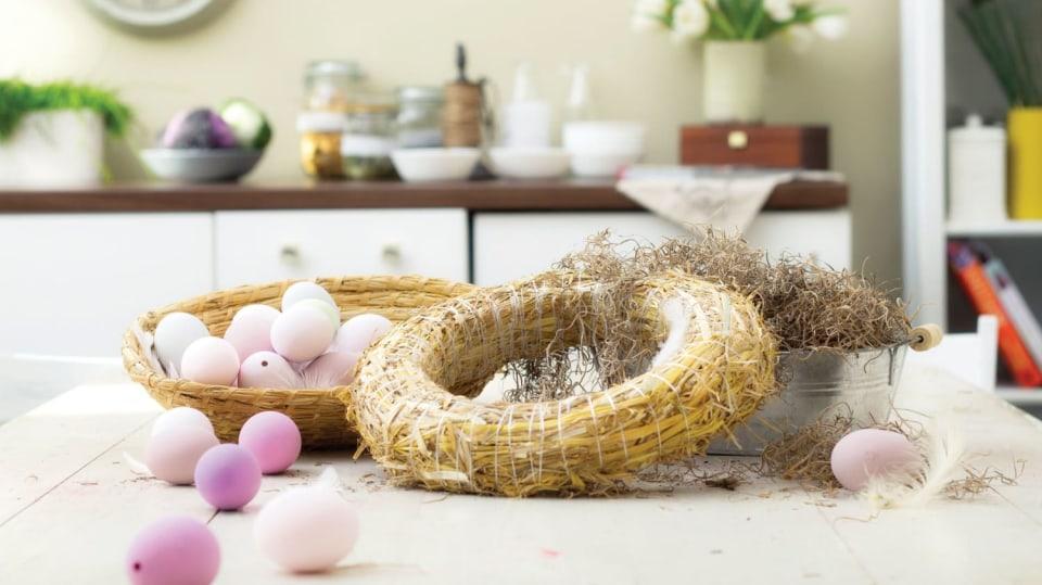 Materiál a pomůcky na velikonoční věnec