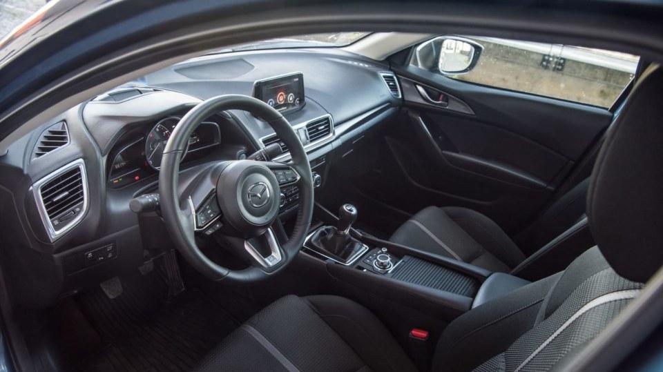 Mazda 3 Sedan po faceliftu 8
