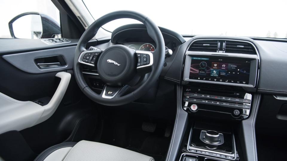 Testovali jsme luxusní Jaguar F-Pace 6
