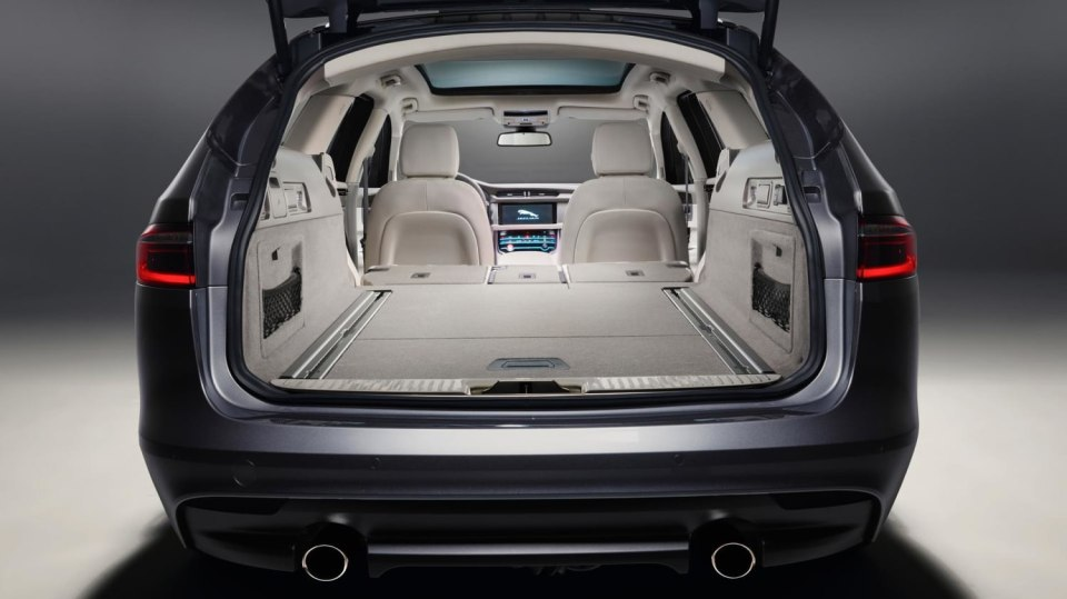 Jaguar XF Sportbrake, sportovní rodinný kombík 11