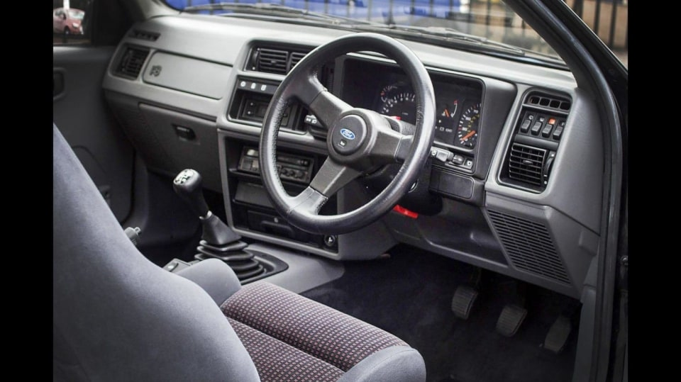 Ford Sierra RS500 Cosworth je vyhledávaná rarita. 11