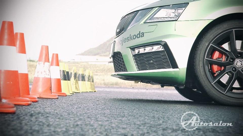Brždění a sundavání kola při soutěži o Škodu Octavii RS. 1