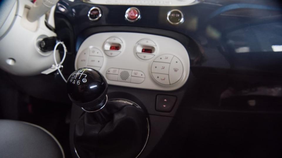 Fiat 500 1.4 16v interiér 6
