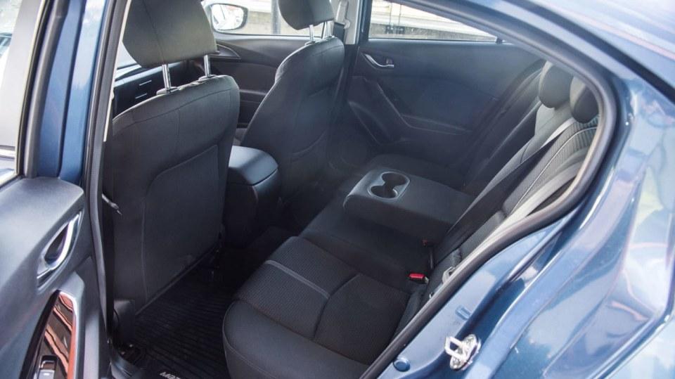 Mazda 3 Sedan po faceliftu 14