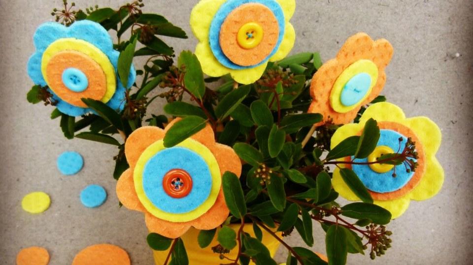Barevná kytice pro maminku: Jak vyrobit květiny z kuchyňských utěrek