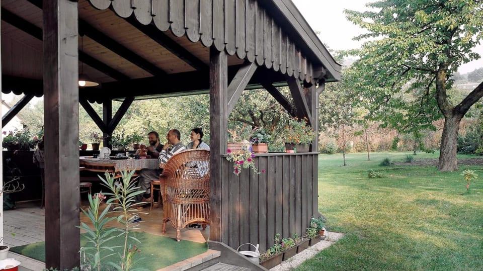 Jak vrátit pel dřevěnému altánu, pergole či zahradnímu domku 6