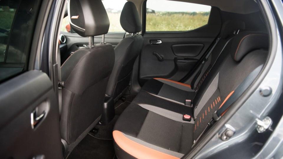 Nissan Micra 0.9 IG-T interiér 11