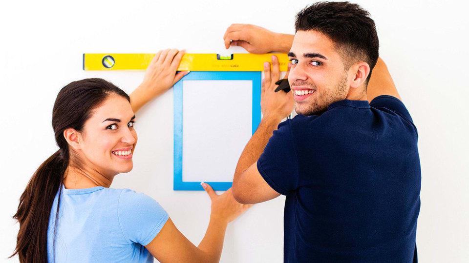 Jak pověsit obrázek na stěnu: Nejlépe to zvládnete ve dvou 3