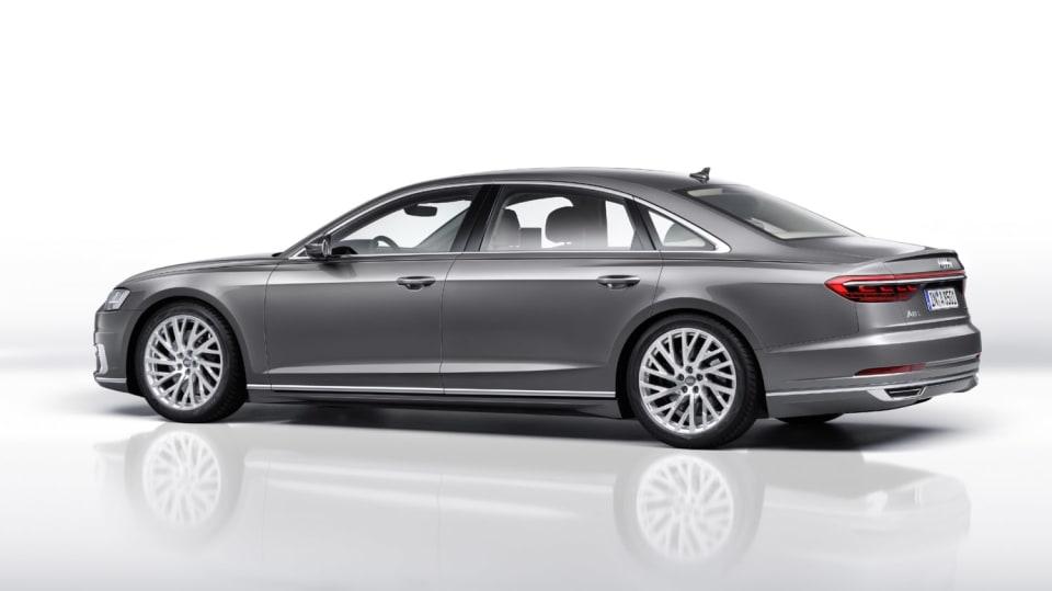 Nové Audi A8 v prodloužené luxusní verzi L. 9