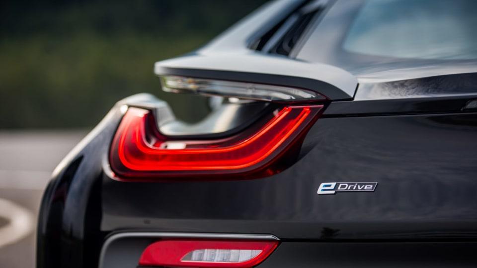 BMW i8 Protonic Frozen v matně černém laku. 18