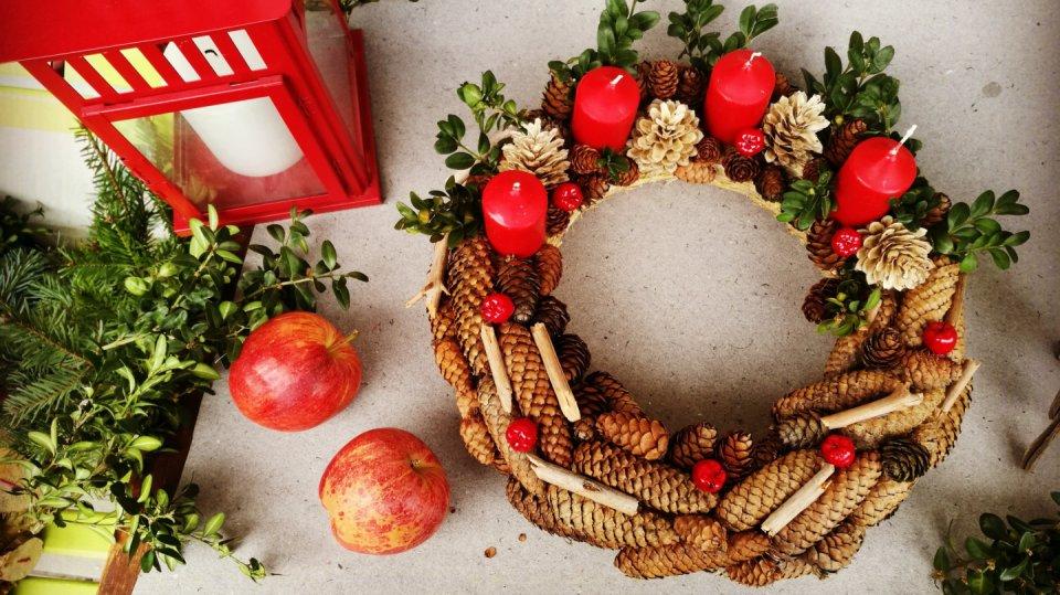 Adventní věnec už je připraven na Vánoce