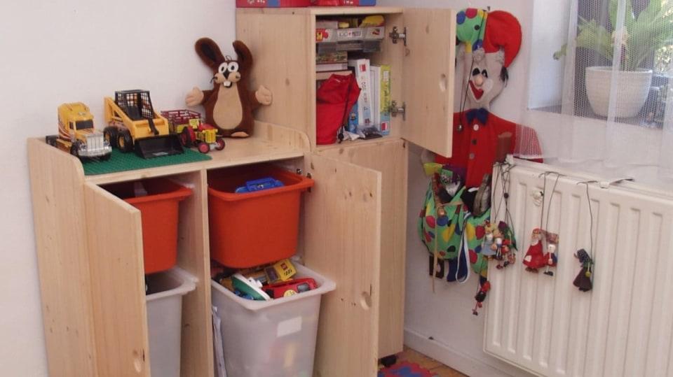 Skřínka na hračky DIY je prima dárek pro děti