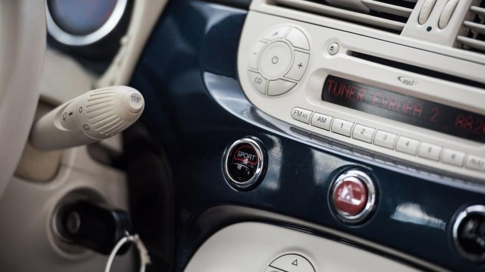 Fiat 500 1.4 16v interiér 10