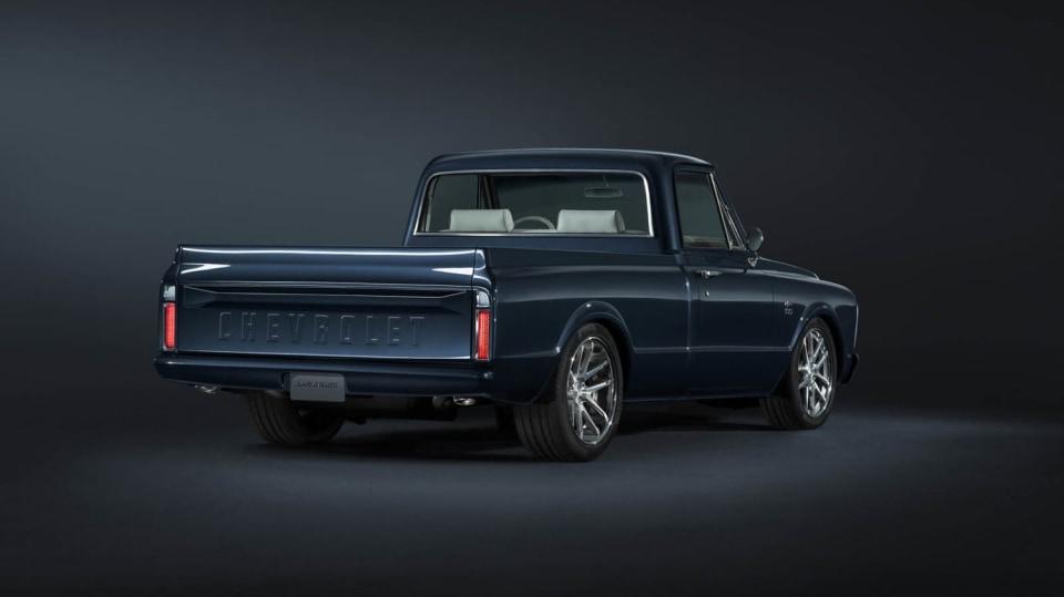 Chevrolet perfektně zrestauroval model C-10 z roku 1967. 2