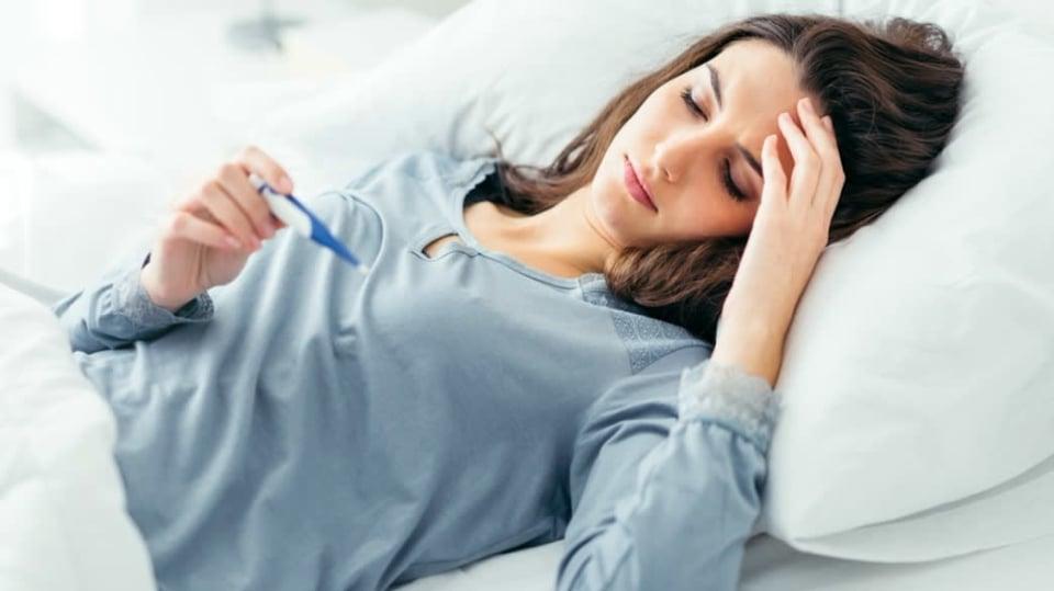 Chřipka útočí: základem léčby je postel