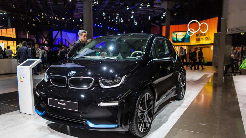 Novinky BMW na stánku ve Frankfurtu. 3