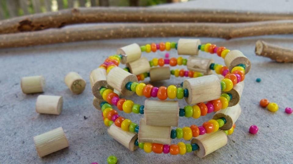Náramek s korálky z proutků aneb vyrobte si materiál sami 9