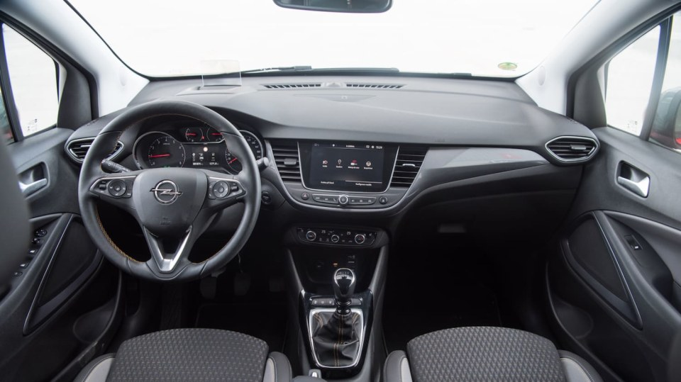 Opel Crossland X interiér 11