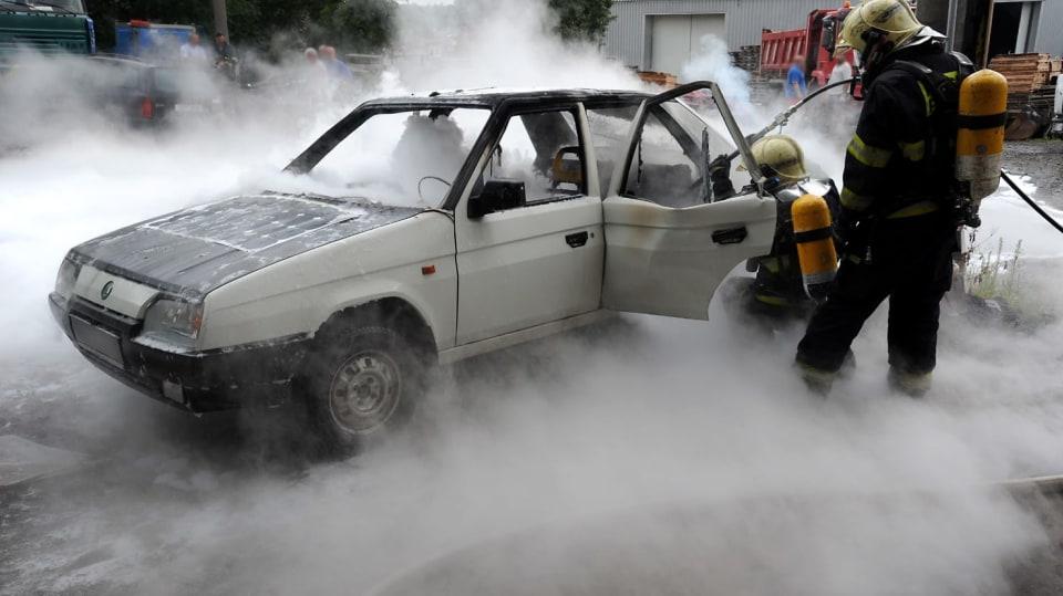Požár zničil elektrickou Škodu Favorit 2