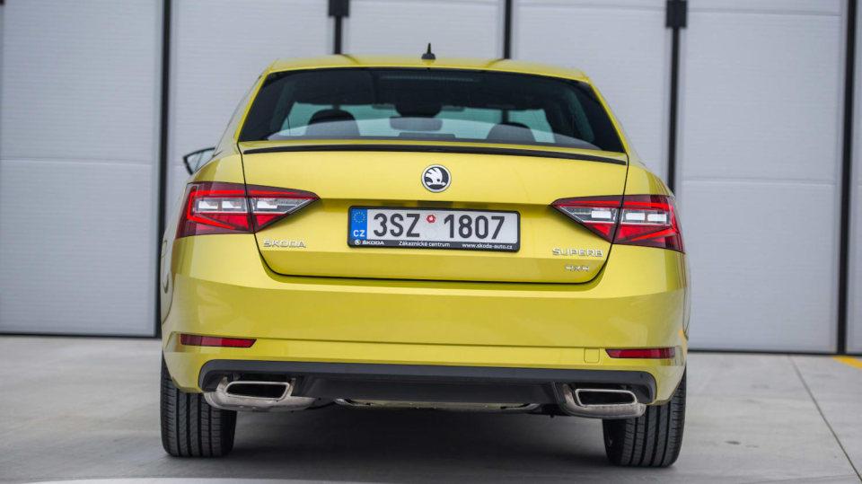 Škoda Superb 2.0 TSI 12