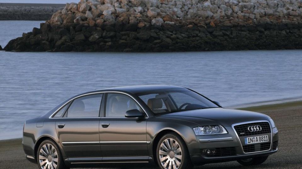 Audi A8 druhé generace 2