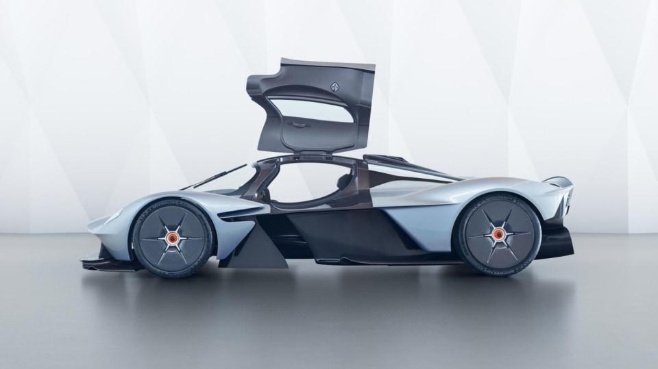 Aston Martin Valkyrie 18
