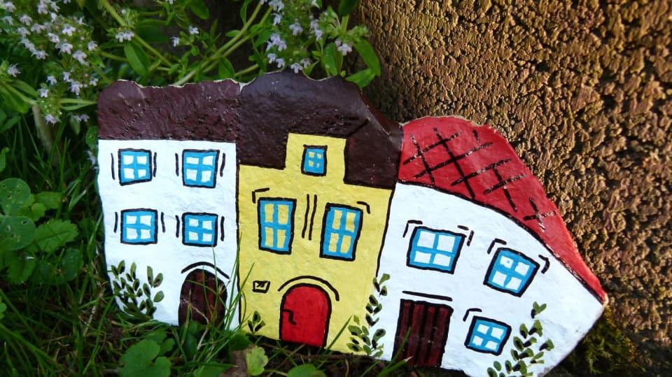 Jak namalovat městečko na opukový kámen: Dekorace nejen do zahrady 13