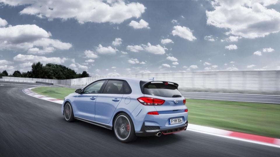 Prohlédněte si ostrý hatchback Hyundai i30 N v pohybu. 5