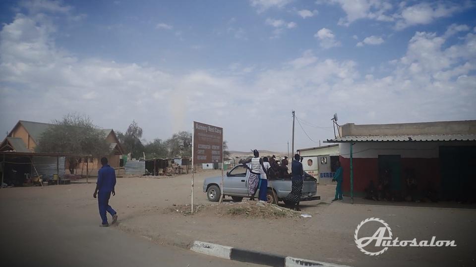 Klasická Afrika - pikap fungující jako taxi