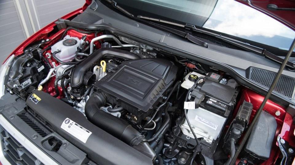 SEAT Ibiza FR 1.0 TSI interiér 12