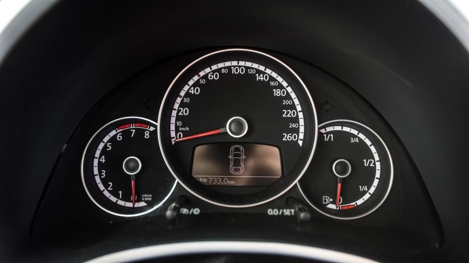 Volkswagen Beetle 1.2 TSI interiér 7