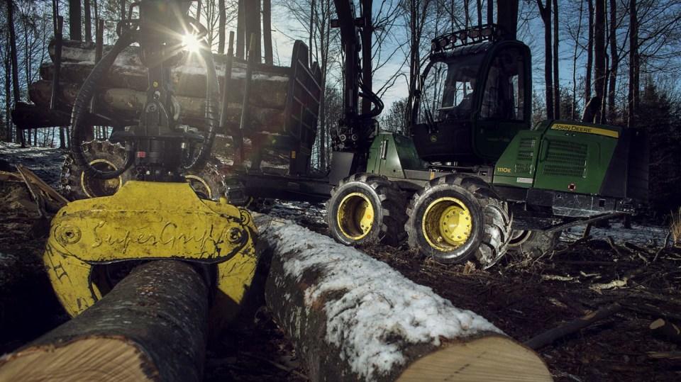 Působivá technika pro lesní těžbu. Většinou obouvá Nokiany. 10