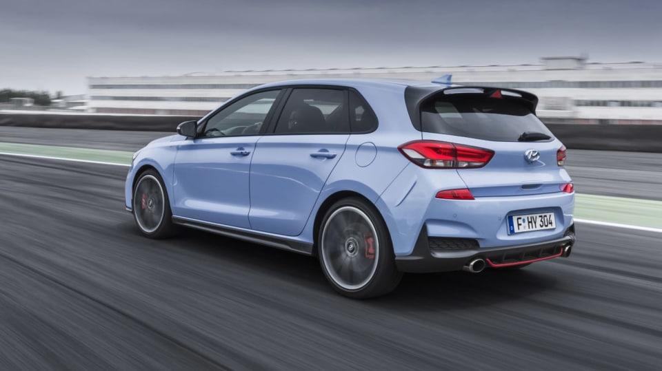 Prohlédněte si ostrý hatchback Hyundai i30 N v pohybu. 4