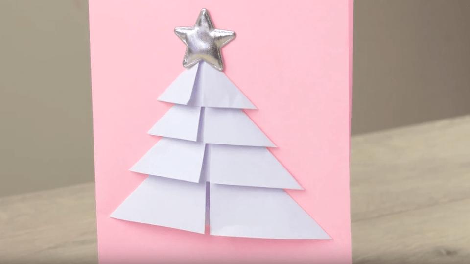 Skládaný vánoční stromek z papíru