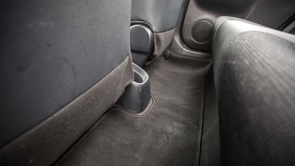 Toyota Yaris 1.5 VVT-iE interiér 4