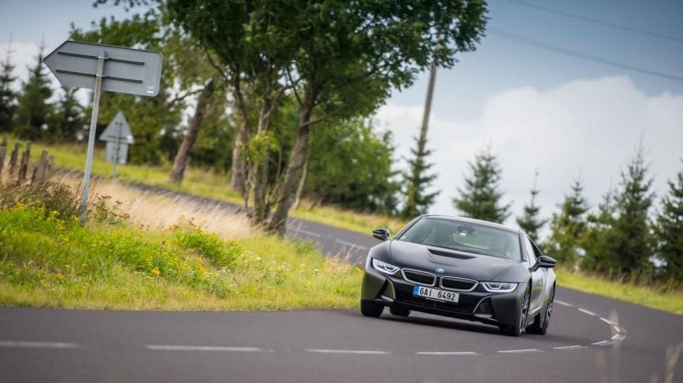 Provětrali jsme hybridní BMW i8 v edici Protonic Frozen. 4