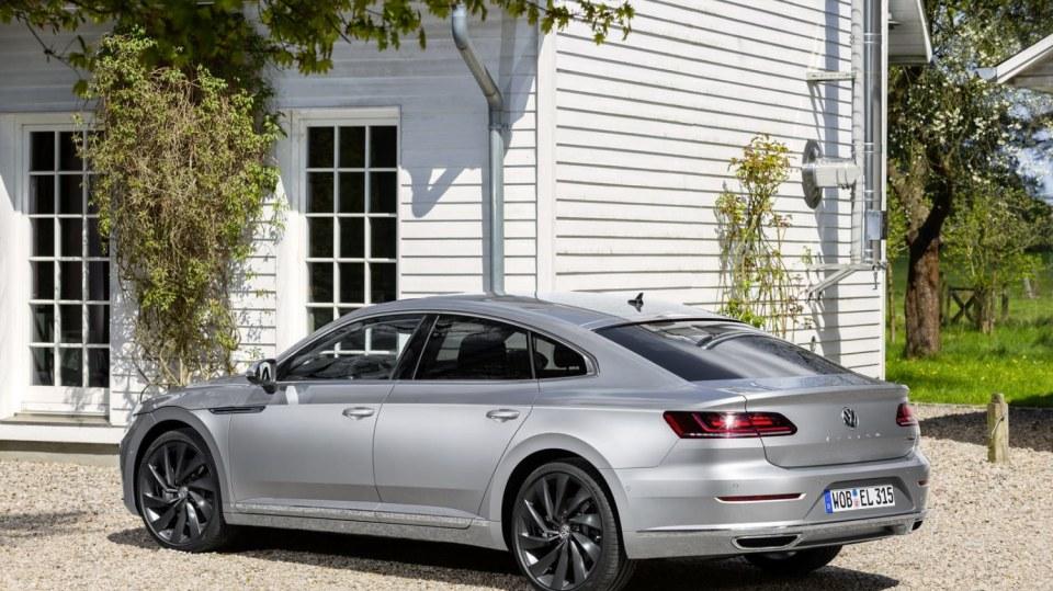 Volkswagen Arteon už si můžete koupit 8