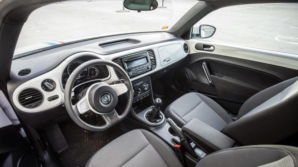Volkswagen Beetle 1.2 TSI interiér 6