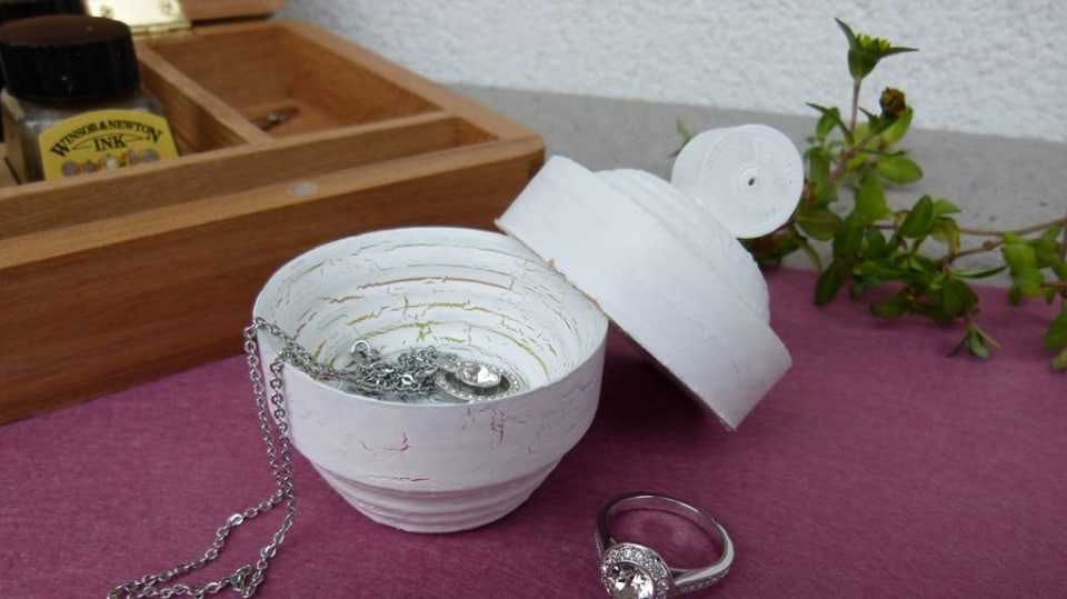 Mini šperkovnice z papírových konfet