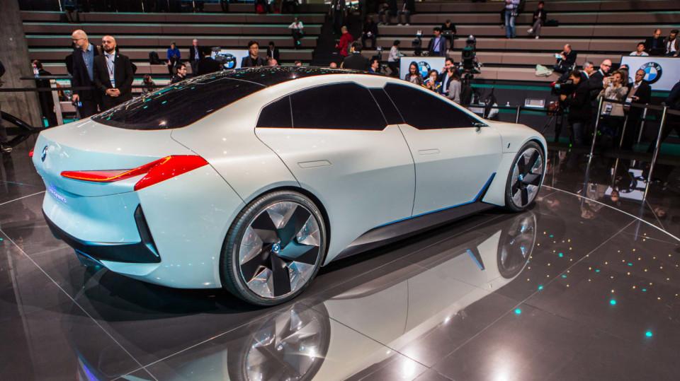 Působivé koncepty BMW na stánku ve Frankfurtu 21