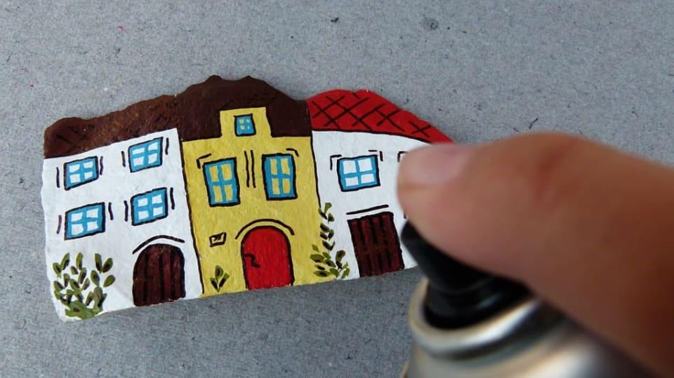 Jak namalovat městečko na opukový kámen: Dekorace nejen do zahrady 12