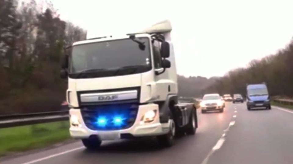 Řidiče kamionů hlídají maskované policejní tahače 1