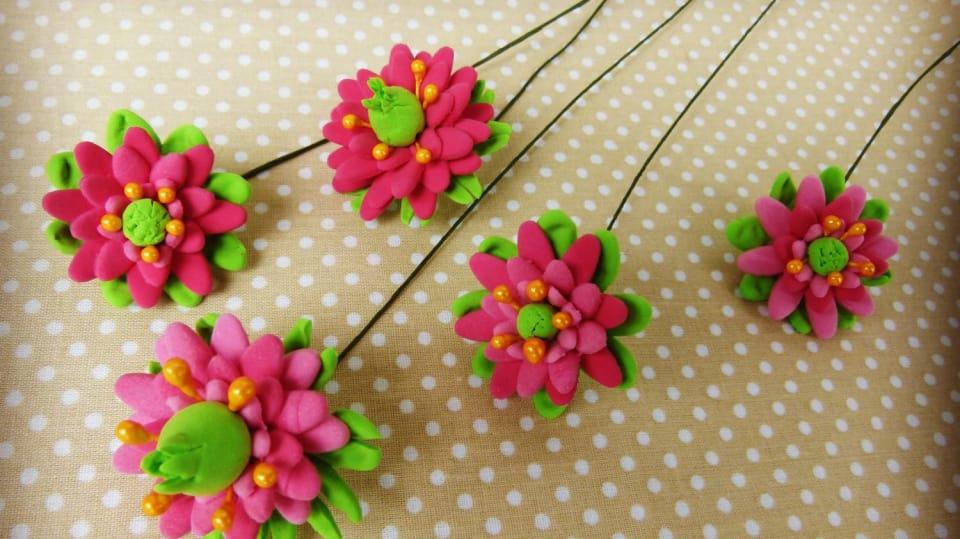 Jak vyrobit dekorativní květinky ze samotvrdnoucí hmoty 15