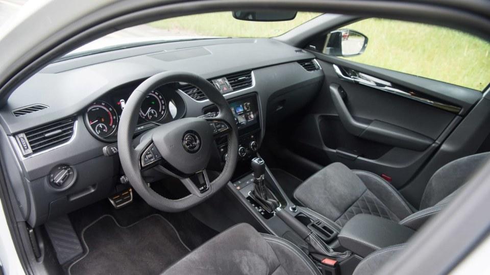 Nová Škoda Octavia RS 245 hezky zblízka. 10
