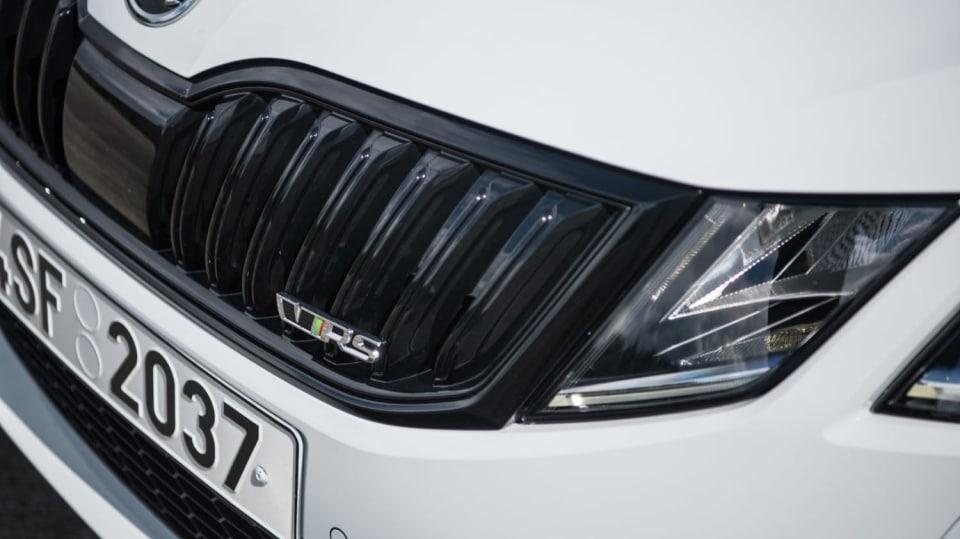 Nová Škoda Octavia RS 245 hezky zblízka. 9