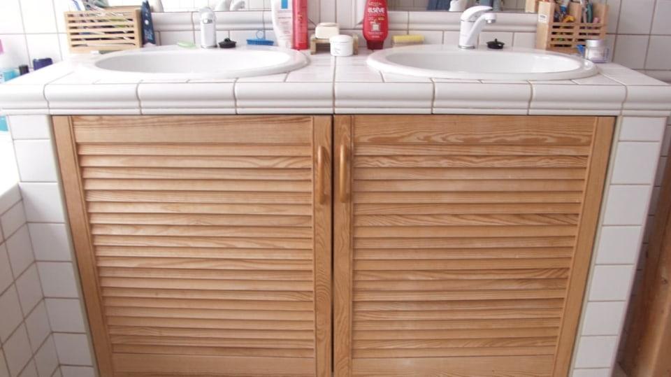 Koupelnová skříňku na míru: Jak šikovně využít prostor pod umyvadlem