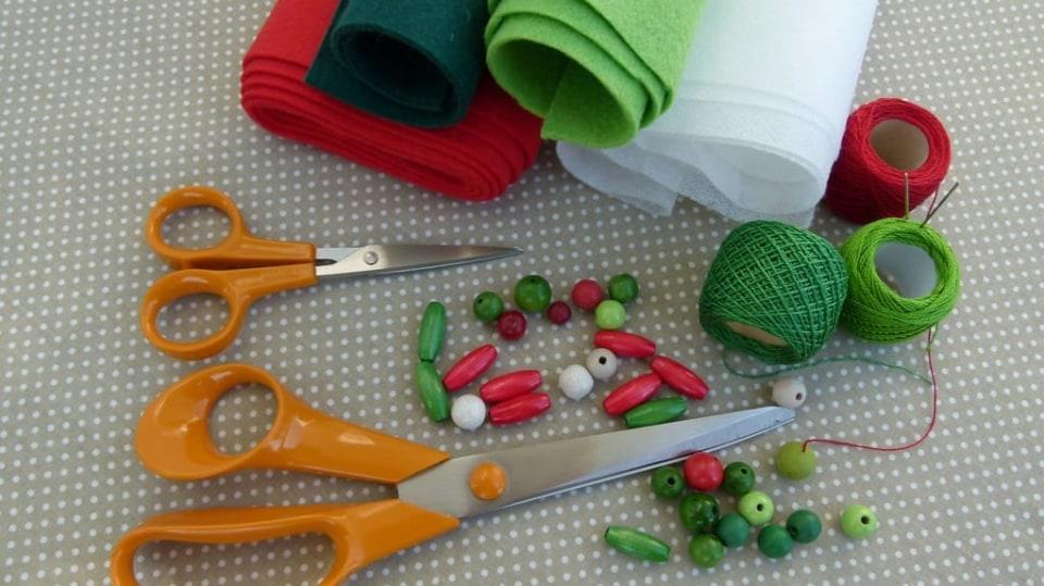 Materiál na výrobu vánočních ozdob