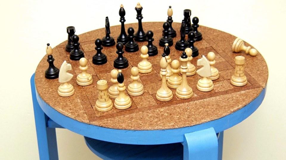 Stolek pro královskou hru