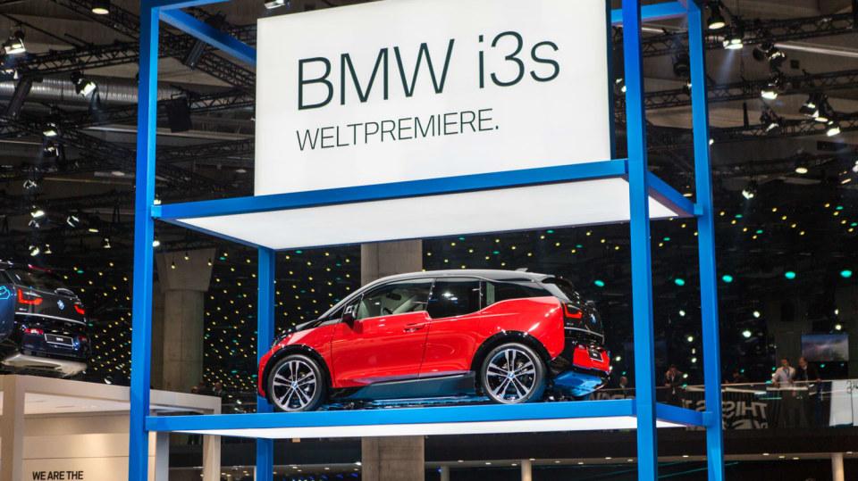 Novinky BMW na stánku ve Frankfurtu. 5